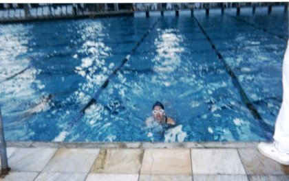 Um dos poucos registros que tenho como nadadora, aos 14 anos