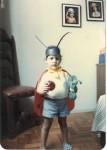 Eu com uns 3 anos de idade, vestida de joaninha.