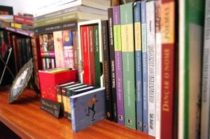 Poemas na estante.