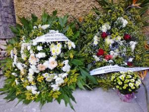 Obra virou ponto de homenagens da família e amigos de Etelvina, que lhe ofereceram muitas flores -- causa de sua morte.