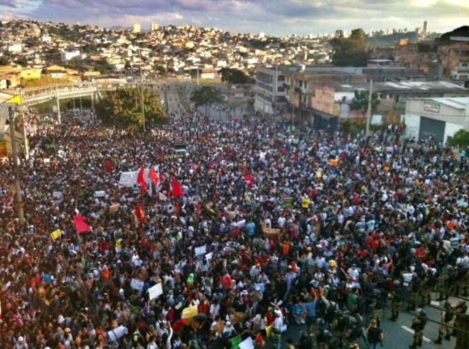 E Beagá protesta. (Foto: Mariela Guimarães/O tempo)