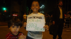 Crianças no protesto de Beagá, ontem. Foto: UOL.