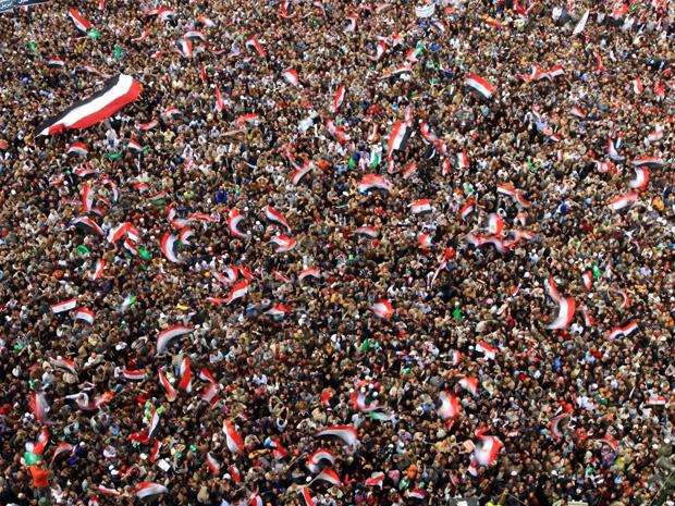 Protestos no Egito, em janeiro de 2011, parte da Primavera Árabe, culminaram na deposição do ditador Hosni Mubarak. Foto: Tahrir Khaled Desouki/AFP/Getty Images
