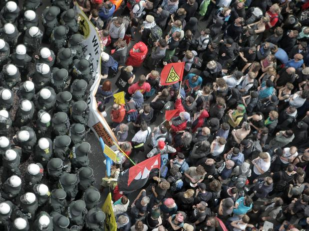 Mais protestos em Frankfurt, agora em 2013, contra o capitalismo e a crise econômica na Europa. Foto: AFP