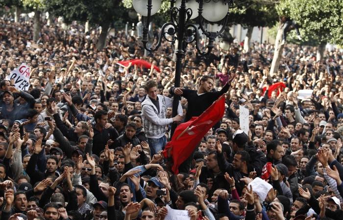 Protestos na Tunísia, em 2011, expulsaram o ditador Zine El Abidine Ben Ali, que estava há 23 anos no poder. Foto: Zohra Bensemra/Reuters