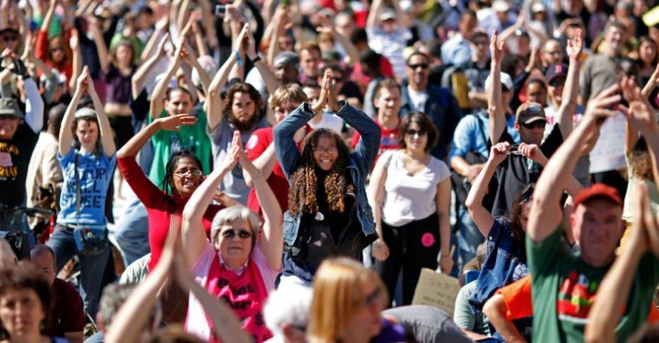"""Em 6/10/2011, cerca de mil pessoas fizeram sua """"ocupação"""" em  Washington DC, Estados Unidos. Motivo da época era protestar contra o desemprego, o socorro aos bancos e a crise econômica. Foto: Chip Somodevilla/Getty Images/AF"""