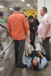 """Fotográfico do """"Estado de Minas"""" Gladyston Rodrigues sofreu fratura na coluna após agressão cometida em nome da proteção a Sasha. Foto: """"O Tempo""""."""