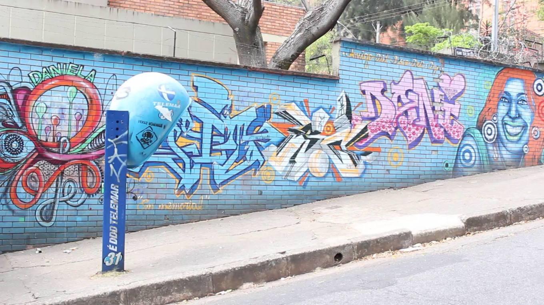 Grafite de Dite e Douglas, na rua San Salvador, no bairro Estrela Dalva. Foto enviada por Beto Trajano. (OBS.: o grafite não está mais lá)