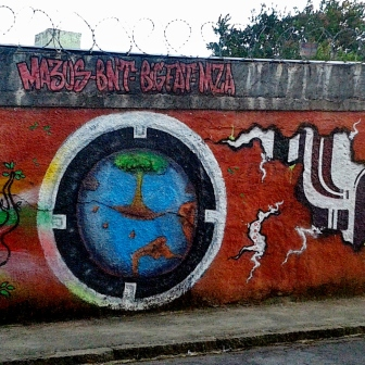 Continuação de grafite na rua Pacífico Faria, bairro Pompeia. Foto de Beto Trajano, em janeiro de 2014.