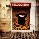 Grafite (provavelmente de Tiago Alvim ou Melek) na rua Curvelo, no Floresta. Fotografado por Guilherme Ávila e publicado originalmente em janeiro/2014 em seu Instagram: http://instagram.com/guilherme_avila