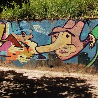 Grafite de Tags na avenida Bandeirantes, Mangabeiras. Fotografado por CMC em 7.4.2014