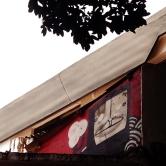 Grafite no alto de uma casa, na Tomé de Souza, quase com Pernambuco, na Savassi. Fotografado por CMC em 28.9.2014