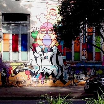 Grafite na avenida do Contorno com Assis Chateaubriand, no bairro Floresta, em foto tirada por CMC no dia 7.12.2014