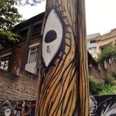 Grafite de Thiago Alvim em poste da avenida Bandeirantes, no Mangabeiras, Centro-Sul de BH. Foto tirada em 7.1.2015 por CMC