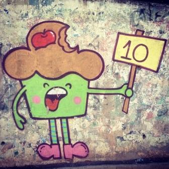 Grafite de Maria Raquel Bolinho, na padaria Mega Pão, no Sagrada Família. Fotografado por Guilherme Ávila e publicado originalmente em agosto/2013 em seu Instagram: http://instagram.com/guilherme_avila