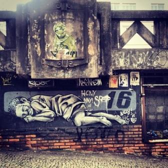 Grafite (de Dereco, acima, e 16, abaixo) no viaduto de Santa Tereza. Fotografado por Guilherme Ávila e publicado originalmente em julho/2013 em seu Instagram: http://instagram.com/guilherme_avila