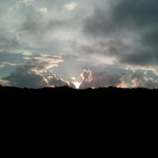 Depois, o tempo abriu em Curitiba, com direito a coração nas nuvens...