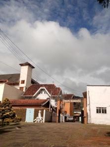 Pousada Santo Antônio do Pinhal (destaque para a piscina à esquerda. Que ninguém usa nesta época do ano, claro :)) - foto: CMC