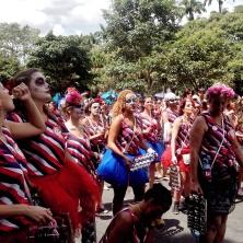 Os membros da Queixinho, muitos com a cara pintada de caveira, que é a marca registrada do grupo. Foto: CMC