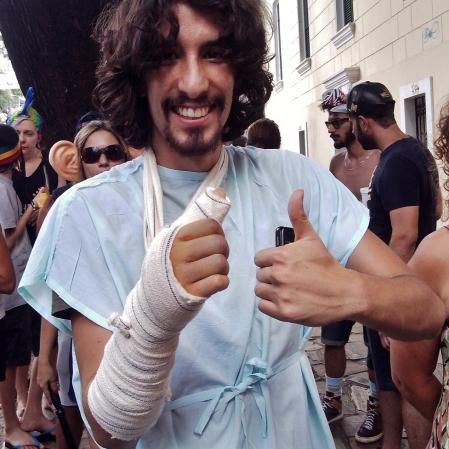 O enfermo (e o braço tava quebrado de verdade) Foto: CMC