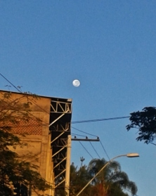 Foto da lua em 4/6/2015. CMC, na avenida Amazonas