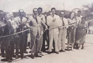 JK em inauguração de obra da Andrade Gutierrez. Fonte: http://goo.gl/cf1Rmx