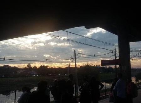 Foto de @welljornalismo, feita no dia 17/6, na estação Pinheiros do Metrô de SP.