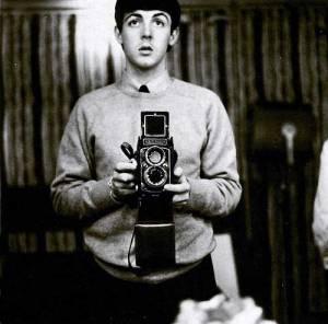 Paul-McCartney-taking-a-selfie.