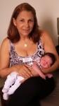 Luiz com sua vovó no dia em que ele nasceu.