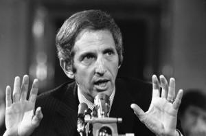 Ellsberg depõe em comissão do Senado. (Maio/1973). Foto tirada do site da Universidade do Missouri (EUA)