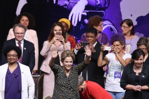 Dilma Rousseff participa da Cerimônia de abertura da 4ª Conferência Nacional de Política para as Mulheres, em Brasília. Foto: Valter Campanato/ Agência Brasil