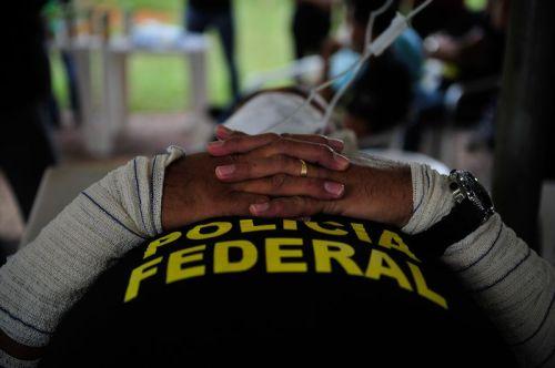 Encenação que é parte de um protesto de policiais federais, pedindo melhores condições de trabalho. Foto: Marcelo Camargo/Agência Brasil