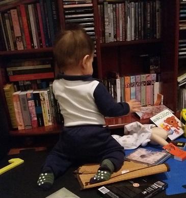 Fazer bagunça pode, Luiz. Ainda mais com esse imenso interesse por livros, CDs e DVDs que você tem :D Foto: CMC