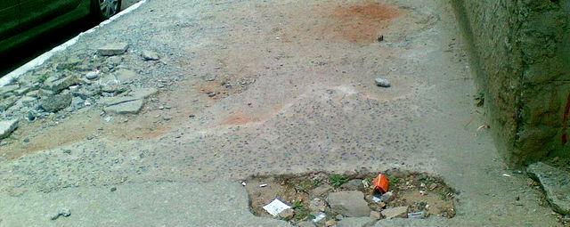 Calçada na av. Raja Gabaglia, onde morador caiu e quebrou o joelho. Foto: Flickr / Reprodução
