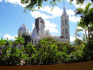 Vista Lateral da Igreja Matriz Nossa Senhora do Bom Despacho. Foto: Wikimedia Commons