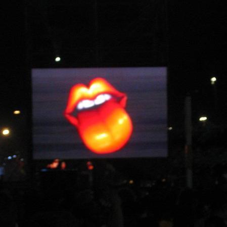 Só telão mesmo pra nos salvar. E o binóculo emprestado. Show dos Stones, na praia de Copacabana, Rio, fevereiro de 2006. (Grátis!)