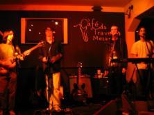 Bons tempos da falecida Free as a Beatle, no falecido Mezanino da Travessa, em várias quintas de 2007. (https://kikacastro.wordpress.com/2011/10/30/os-rituais/)
