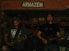 Lô Borges tocando na Serra do Cipó, Minas, em janeiro de 2008 (um dia traumatizante: https://kikacastro.wordpress.com/2010/12/26/chuva-e-cachoeira-nem-na-serra-do-cipo/). Foi uns R$ 50!!