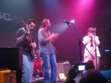 Igor Prado, Flávio Guimarães e Gary Smith, no 8º Encontro Internacional de Harmônica, um dos melhores festivais de música de São Paulo. Sesc Pompéia, São Paulo, março de 2009. (R$ 4)