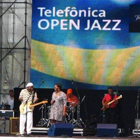 Outro deus negro da guitarra, Buddy Guy, aqui acompanhado de Diane Reeves. Telefônica Jazz Festival, Parque Villa Lobos, São Paulo, novembro de 2009. (Grátis!)