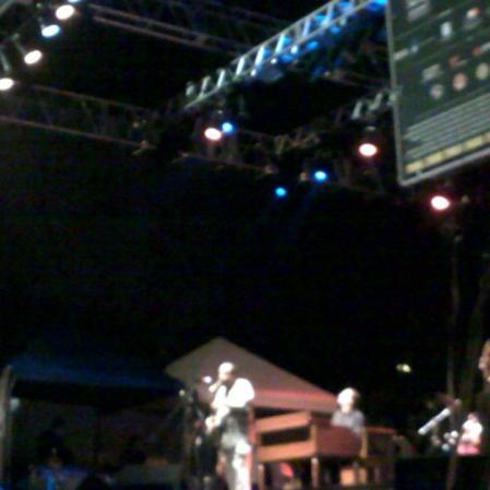 O sensacional Lou Donaldson, saxofonista de 86 anos, na Virada Cultural 2012. Praça da República, São Paulo, maio de 2012. (Grátis!) (https://kikacastro.wordpress.com/2012/05/08/virada-sem-muvuca/)