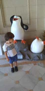 O pinguin logo na entrada da exposição